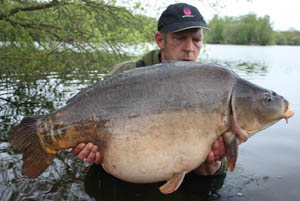 Ian Stott, Wellington Country Park, Scruffy Bob 49lb 10oz caught using 14lb Mirage mainline and size 5 Chod hooks
